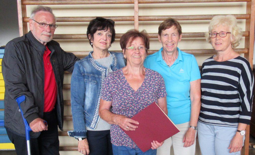 Ehrennadel in Gold für Aloysia Rörig